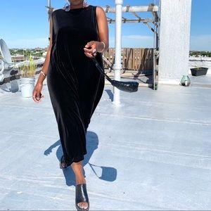Dresses & Skirts - Elegant Black Velvet Dress
